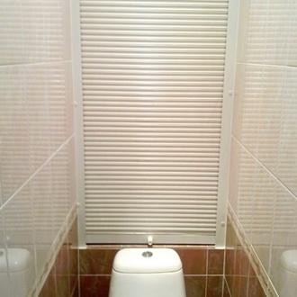 Фото Использование и применение сантехнических рольставней в туалете и ванной