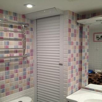 Фото Рольставни в туалете (санузле) - это прекрасный помощник для дома