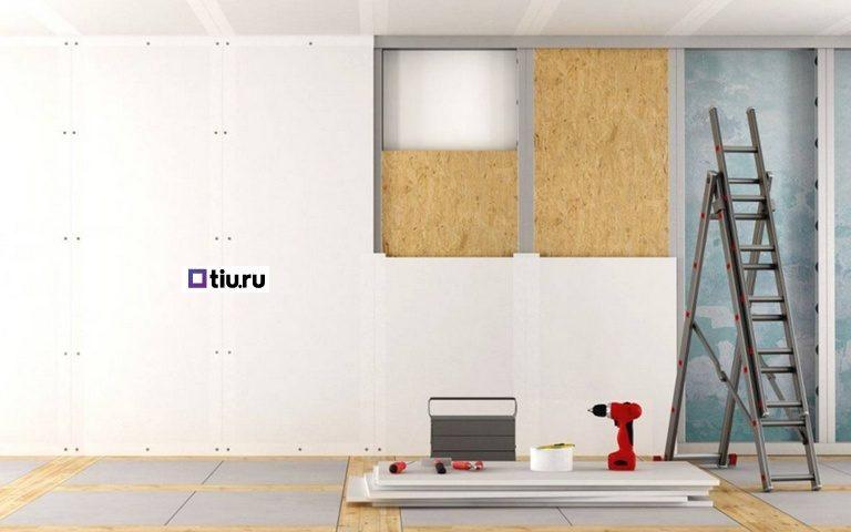 Обшивка стен, на полу шуруповерт